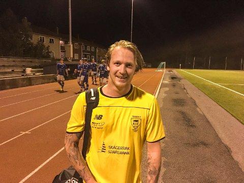 Simen Hamsdokka var kampens store spiller og scoret fire av fem mål for Kragerø. Her etter en hjemmekamp tidligere i høst.