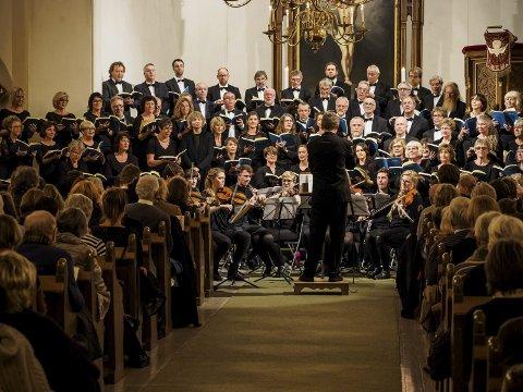 Mektig: Ås kirkekor og Kragerø kantori har konsert sammen annenhvert år. Her fra forrige oppsetning av «Messias» i 2011.Foto: Petter Helge Hareide