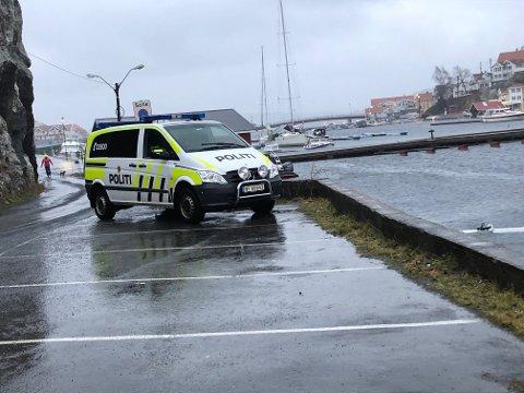 I SJØEN: Det var i dette området, mellom Barthebrygga og Kunstskolen på Skrubben, at mannen falt i sjøen tirsdag morgen. (Foto: Espen Solberg Nilsen)