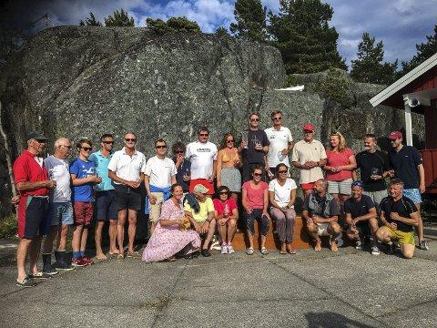 Hadde en fin dag: De 39 deltakerne under Skåtøy Rundt var veldig fornøyde etter en fin solskinnsdag på vannet. På bildet ser du noen av deltakerne. (Foto: Privat)
