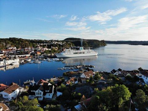 FÆRRE CRUISEANLØP: Det er så langt kun meldt om tre cruisebåtanløp til Kragerø i sommer. Her fra et tidligere cruiseskipsbesøk.
