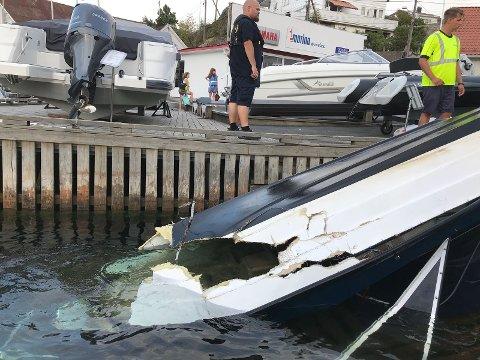 Store materielle skader på båten som kjørte inn i to flytebrygger, og deretter i en forøyd seilbåt ved Gunnarsholmen.