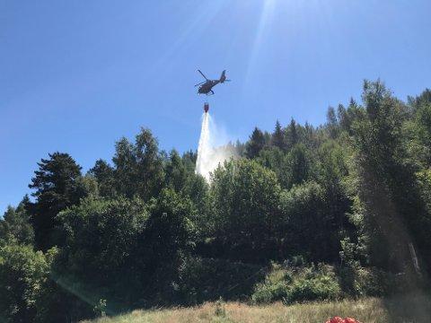 Brannhelikopteret gik i skytteltrafikk.