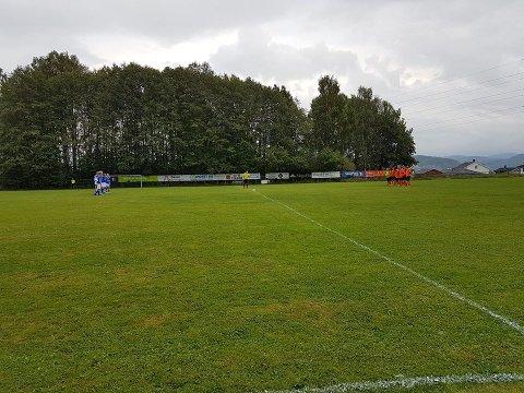 Et stille minutt før kampen til minne om de omkomne i Rjukan-ulykken.