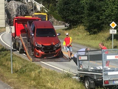 BLIR BERGET: Bilen fikk en real støyt av tilhengeren, men heldigvis ble ingen skadet.