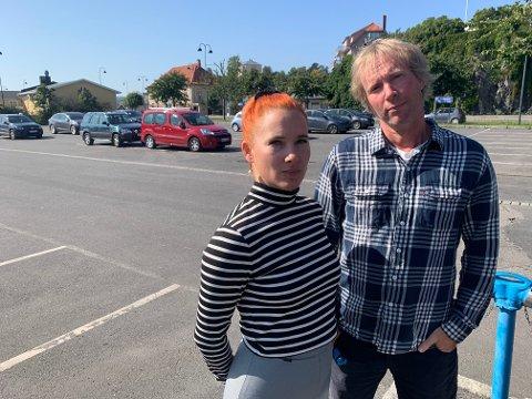 KRITIKKVERDIG: Charlotte Therkelsen Sætersdal og Per-Erik Schulze mener kommunen bryter med egne retningslinjer.