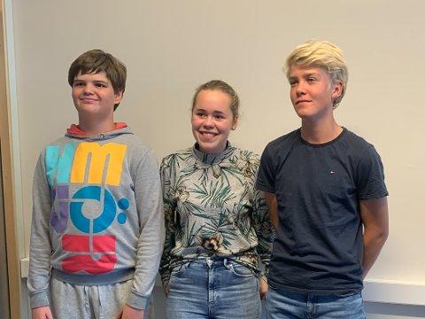 FYLKESFINALEN: Ludvik Elias Nilsen, Alvine Forberg og Ola Midgaard Strand representerer 10. klasse ved Kragerø skole.