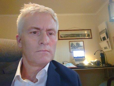 ISOLASJON: Øyvind Barland holder motet oppe og organiserer virksomheten sin fra hjemmekontor.