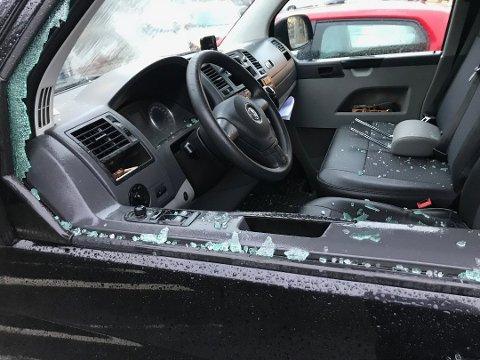 KNUST: Slik så en av bilene ut etter hendelsen.