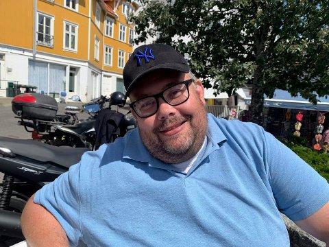 VELDIG POSITIVT: Leder i idrettsrådet i Kragerø, Henning Nygaard, er svært glad for at det nå åpnes for normal, ordinær trening for breddeidrett.
