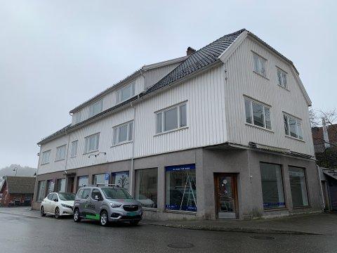 Vestfold og Telemark Fylkeskommune er i utgangspunktet negative til riving av Solbekkgården, men avskriver det ikke helt.