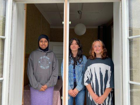 Fra venstre: Shukri Ali Mohammed, Simaf Ali og Zoè-Loes Barree skal jobbe på ungdomsbasen