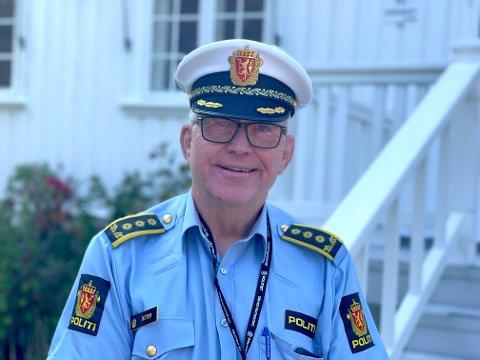 KAN VELGE OG VRAKE: Politistasjonssjef Øystein Skottmyr ved Kragerø politistasjon må gå gjennom 211 søknader.