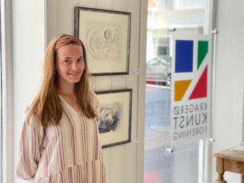 Maria Weum er student ved Kragerø kunstskole, og trives godt i byen.