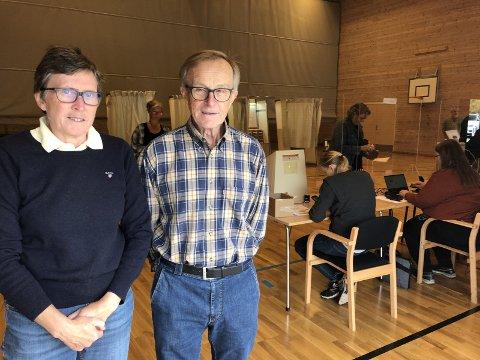 LITEN VRI: Karin Gløsmyr Larsen gjorde en liten vri med sin stemme i år, mens mannen Arne holdt seg til det «faste». FOTO: ROAR THORSEN
