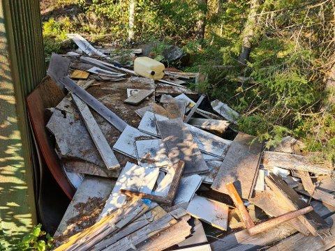 Dette var søpla som var ulovlig dumpet bak oppstillingsstallene på Krokheia Travbane.