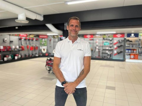 Butikksjef Niclas Øhlin er meget fornøyd med hvordan det har gått med den nye butikken på Brokelandsheia.
