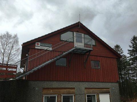 Røde Kors-huset på Husnes. (Mobilfoto: Elisabeth Berg Hass).