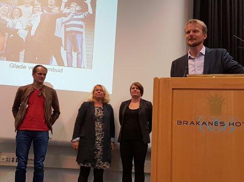 Glade representantar frå Rosendal Ungdomsskule. F.v. Sverre S. Myklebust, Turid Guddal, Randi Stensletten og Bjørn Olav Tveit. (Foto: Arild Ingvaldsen).