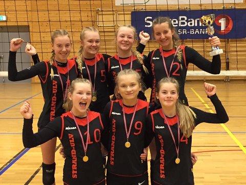Strand-Ulv Jenter U15 hadde all grunn til å jubla etter gull i RM og kvalifisering til junior-NM i helga. (Foto: Privat).