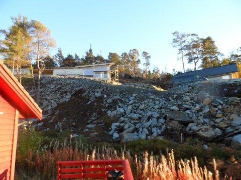 Øybygg har bygd ein køyreveg opp til det nye hyttefeltet, men har berre løyve til å byggje ein gangsti.