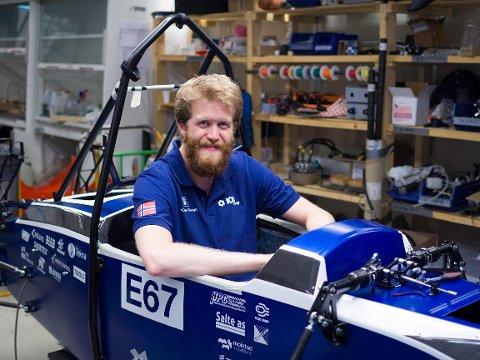 Magnus Ljostveit frå Guddal er ein del av eit team ved Universitetet i Stavanger som har bygd ein el-racerbil. No skal dei til England for å konkurrera med den. (Foto: Privat).
