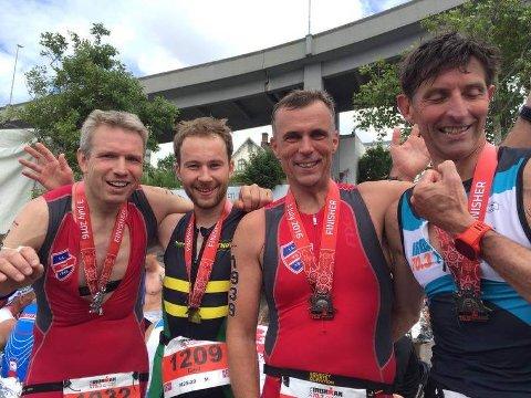 Triatletane (f.v.) Rune Haugland, Emil Helvik, Gunnar Holm og Kenneth Blom etter fullført Ironman.