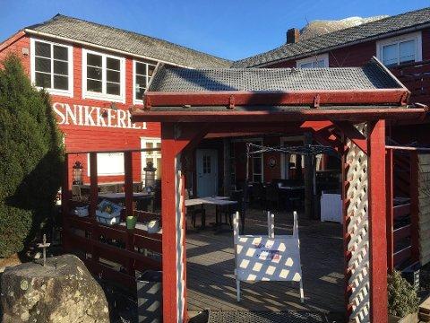 Eli Kvalvågnes på Snikkeriet er tilfreds med støymålinga som viser at utestaden held eit lydnivå godt innanfor grensene. (Arkivfoto).