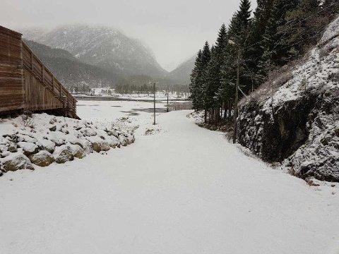 Tveitedalen lokkar med greie skitilhøve denne helga. Bildet er tatt fredag føremiddag. (Foto: Håkon Askeland).
