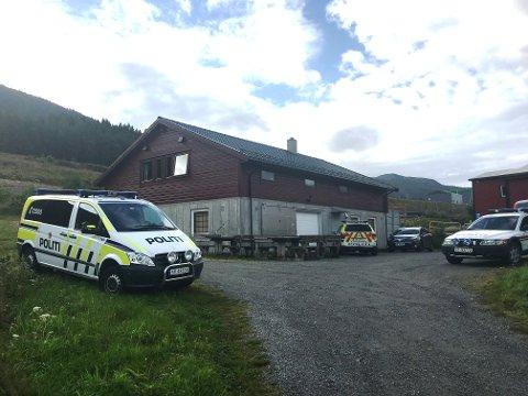 Politi og leitemannskap har base ved MC-huset nær industriområdet på Stripo. (Foto: Torstein Lund Eik).