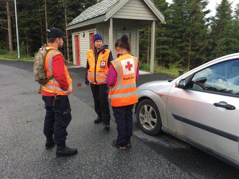 Kvinnherad Røde Kors Hjelpekorps har bistått i leiteaksjonen. Her ser du f.v. Fredrik Melkevik, Helene M. Opedal og Astrid E. S. Hansen. (Foto: Elisabeth Berg Hass).