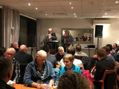 Arne Torget skal ha rorbukveld både på Husnes og Halsnøy. Her frå den første på Pizzabakeren i oktober. (Arkivfoto).