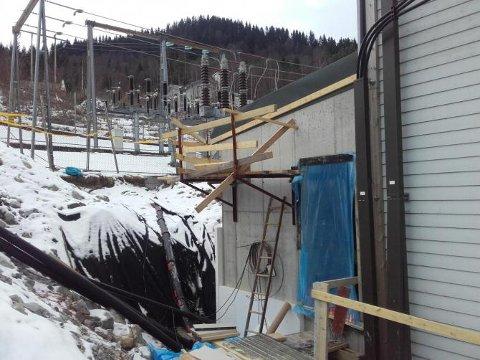 Stasjonen vert utvida i bakkant og alt elktrisk utstyr vert fornya.