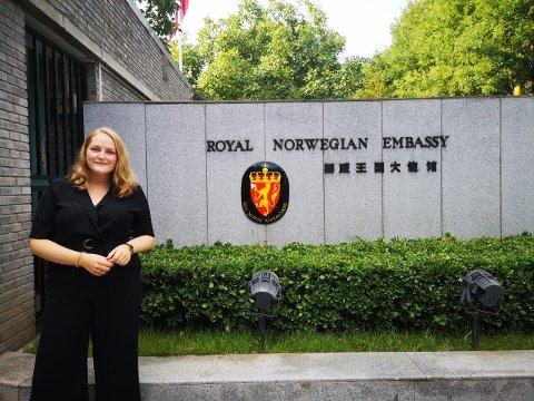PRESTISJEJOBB: Det er mange søkarar på praksisplassar ved ambassaden i Kina, men Ingrid Handeland var ein av få heldige som blei kalla inn til intervju, og fekk jobben.
