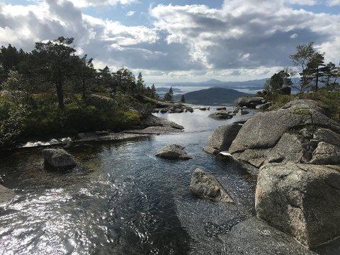 NVE har gitt SKL vassdragskonsesjon i Hellandselva. (Arkivfoto).