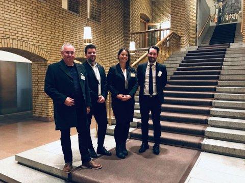 Ove Lemicka, Hans Inge Myrvold, Marianne Nordhus og Peder Sjo Slettebø var denne veka på møte på Stortinget, for å tala Fjelberg-sambandet si sak. (Foto: Privat).
