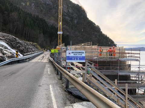 Den nye brua ved Furebergfossen skal vera ferdig juni 2020.
