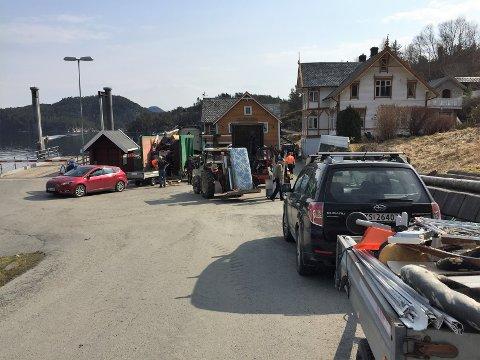 Her er SIM på Borgundøy for å samla inn skrot – ei ordning mange har nytta seg av. Bildet er frå i fjor.