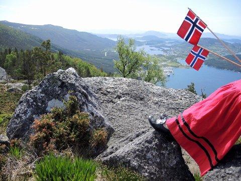 Frå feiringa av nasjonaldagen på Gråskallen i Herøysundet i fjor. Foto: Astrid Iren Ljone.