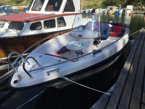 Det var denne båten som forsvann frå Kalven, og som ein lesar seinare fann ved Lundsneset. (Foto: Privat).