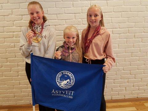 På bildet ser vi frå venstre mot høgre: Sigri Myklebust Lekva, Turid Helen Vigrestad og Ellen Marie Vigrestad.