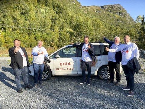 Roald Aga Haug, ordfører i Ullensvang (Ap) møtte tidligere i høst Bård Hoksrud (Frp), Helge-André Njåstad (Frp), Arnfinn Førsund, daglig leder i Hordalandsdiagonalen og Terje Halleland (Frp). for å se på E134.