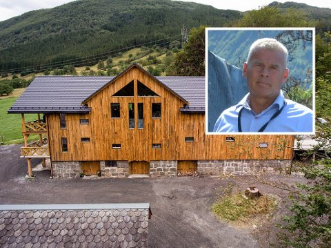 LØYVE: «Tveito-løo» i Omvikdalen er no godkjent som selskapslokale. Det er eigar Eivind Tvedt godt nøgd med.