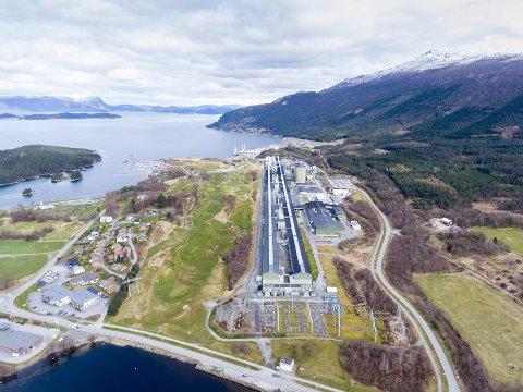 Hydro Husnes sett frå dronekamera. (Arkivfoto).