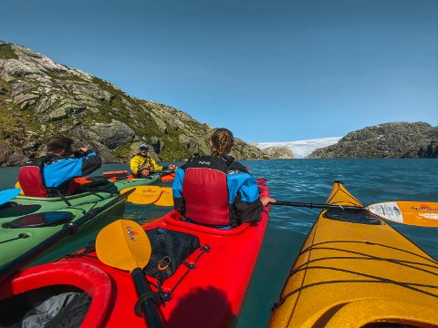 Eit spennande prosjekt skal gjera at endå fleire turistar kjem til Kvinnherad, og at sesongen strekk seg endå lengre. Her er fotografen på tur til Møsevatnet.