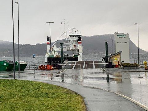 Støy frå Fjord1-ferja MF «Lærdal» skapar irritasjon på Hatlestrand. No er rapporten klar.