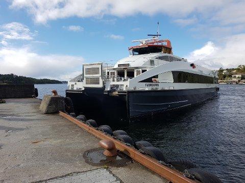 DIESELBÅTAR: Dersom fylkesrådmannen får det som han vil, blir det dieseldrivne snøggbåtar i rutene til og frå Kvinnherad i mange år framover. (Arkivfoto)