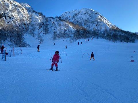 Skisenteret får ikkje preparert alpinløypene sine, og i Tveitedalen er det flaum.