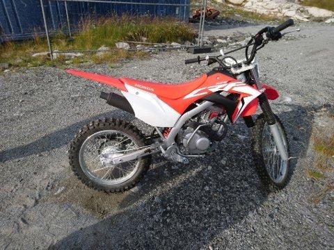 Kvinnherad Motorsportklubb fekk 35.000 kroner i støtte til å kjøpa inn denne kross-sykkelen og verneutstyr for utlån. (Foto: Privat).