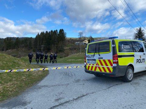 Store politiressursar blei sett inn i etterforskinga etter at Renate Strand Normann blei funnen død på Varaldsøy 22. april.
